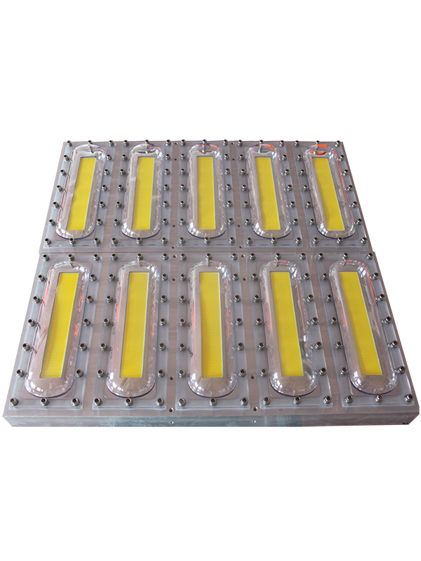 <div>产品名称 :LED集鱼灯</div> <div>产品型号:FZ-JYD-1   </div> <div>技术参数:功率;1360W </div> <div>色温;4800-5300k</div> <div>电压;34V     </div> <div>电流:40A</div> <div>尺寸:600mm*600mm</div> <div>重量:15kg</div> <div><br /> </div>
